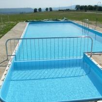 Парапет за басейн