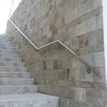 Стенен парапет